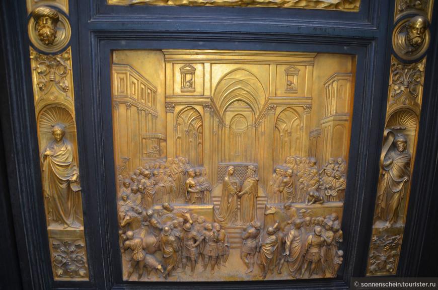Третья дверь была исполнена тем же всегда Гиберти между 1425 и 1452 годами (сейчас – восточная дверь). Для создания двух дверей Гиберти открыл собственную лавку по обработке бронзы, в которой трудись такие великие в будущем деятели искусств, как Донателло, Микелоццо, Мазолино и Паоло Учелло.