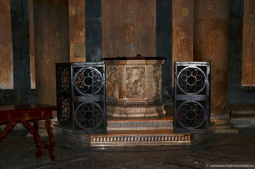 В 7 веке в период лангобардского господства здание было перестроено. Первое упоминание о здании относится к 897 году, в то время нынешний баптистерий носил статус базилики. В 1059 году папа Николай II освятил полностью перестроенную базилику (к этому времени здание получило свою восьмиугольную форму), а с 1128 года здание официально становится городским баптистерием.