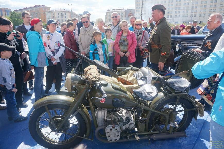 Мотоцикл тоже принимает участие в пробеге.