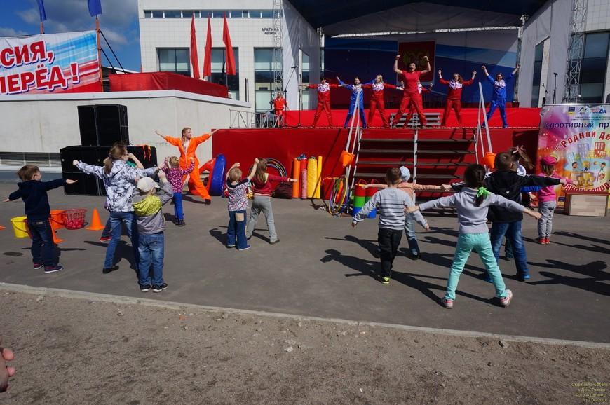 Праздничная спортивная программа для детей и их родителей.