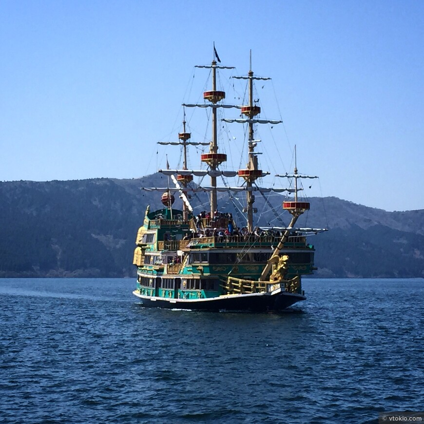 В Хаконэ можно ощутить себя пиратом.