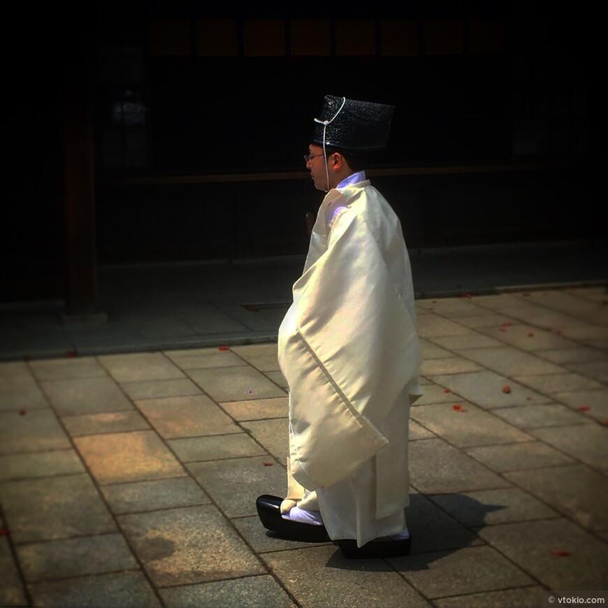 Служитель храма Мэйдзи