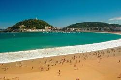 Побережье Испании летом атакуют медузы