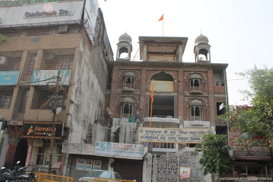 Строительство гурдвары — сикхского храма — Шри Гуру Сингх Сабха в Южном Дели.