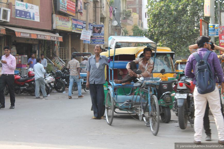 Ещё одно важное транспортное средство на индийских улицах наряду с тук-туком — велорикша.