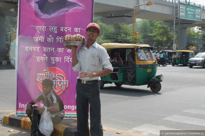 Торговцы, предлагающие различные товары, когда вы стоите на светофоре.