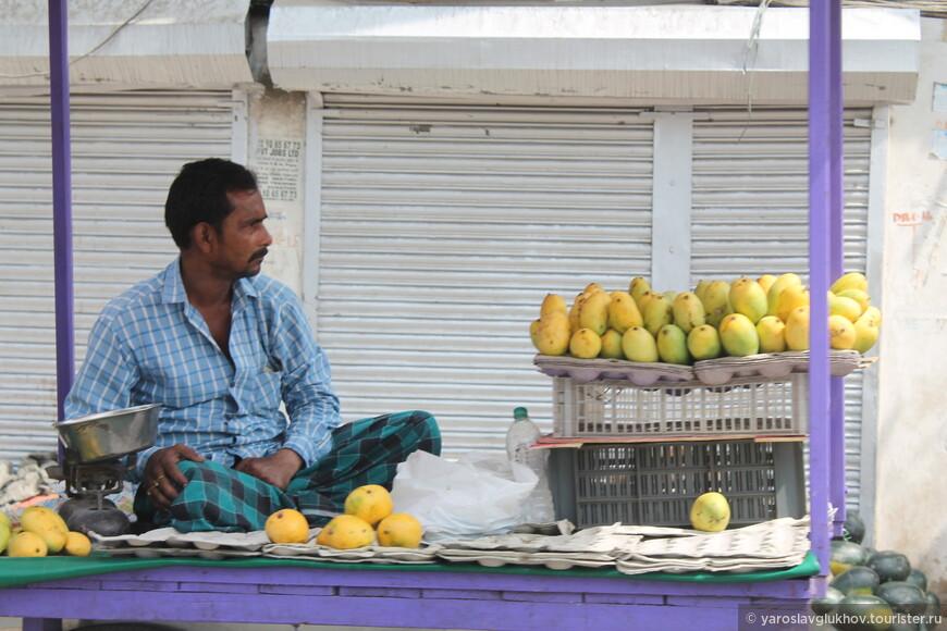 А это — продавец манго.