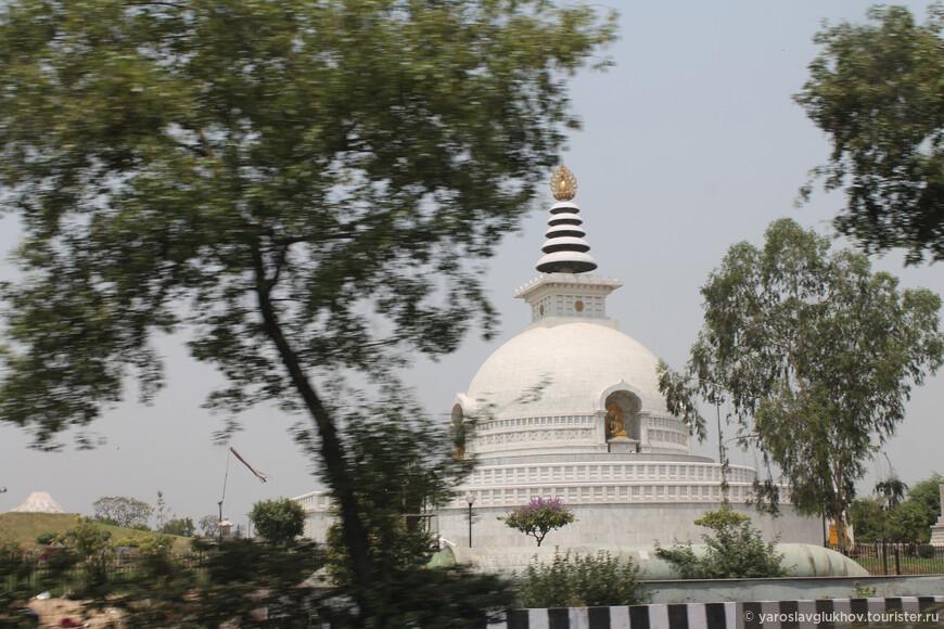 Один из многочисленных храмов.