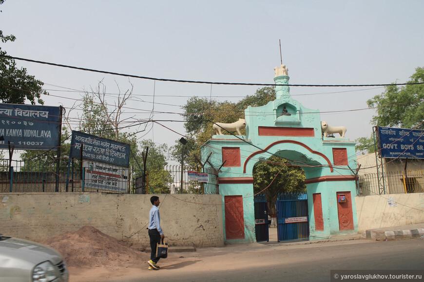 Какое-то религиозное индуистское сооружение.