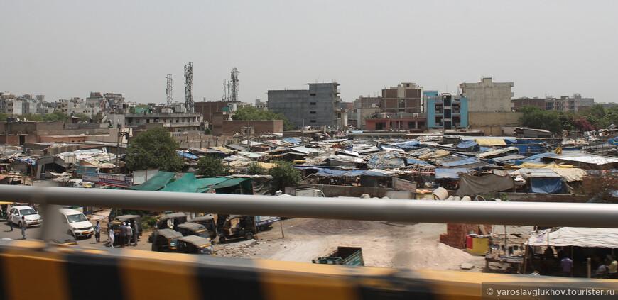 Трущобы на окраине Дели.