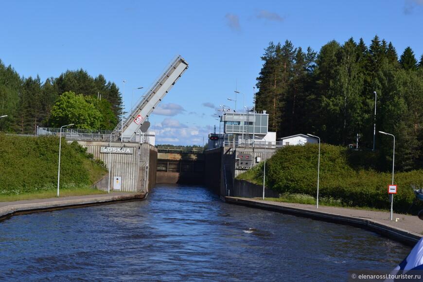 Разница уровней между озером Сайма и Финским заливом — 75,7 метров! Вот сейчас мы погружались в шлюзе Соскуа (Soskua) - это 8,3 метра.
