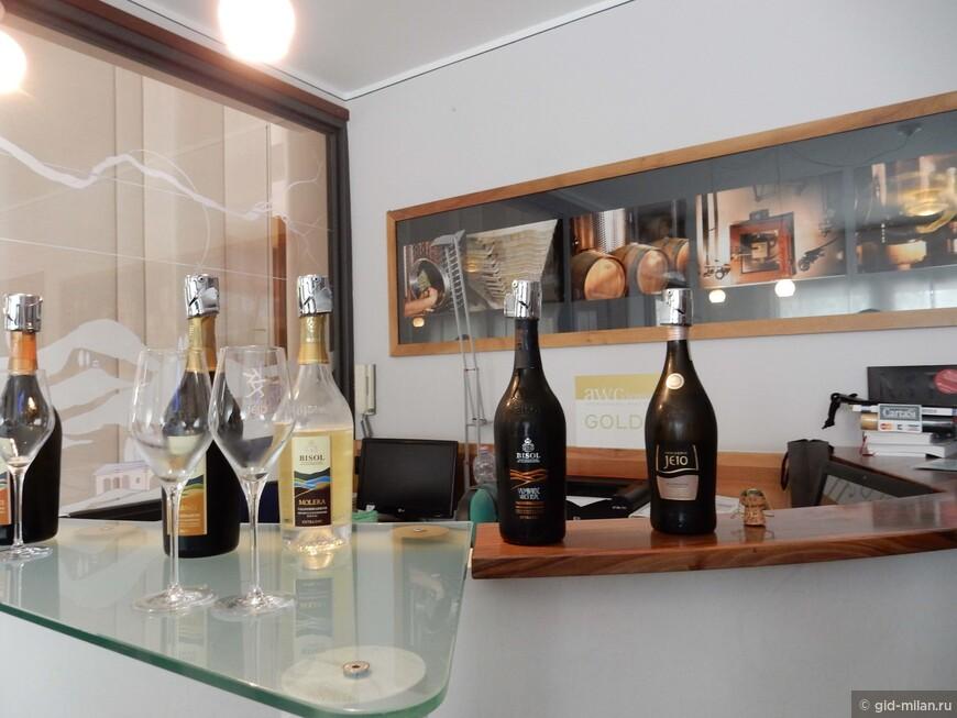 """Один из лучших производителей просеко винодельческое хозяйство Bisol.  Желательно договориться о посещении, но часто принимают и тех, кто залетел """"на огонек""""."""