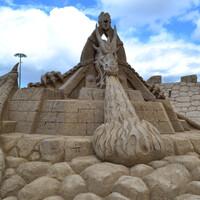 Говорят, что на изготовление песочного царства в Лаппеенранте каждый год используется до трех тысяч тонн песка! При этом, для строительства песчаных фигур используется только песок и вода. Какие-либо поддерживающие конструкции запрещены.