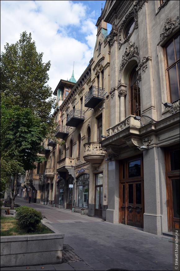 Проспект Руставели - центральная улица Тбилиси.