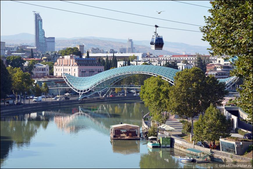 А вот и Мост Мира и канатка.