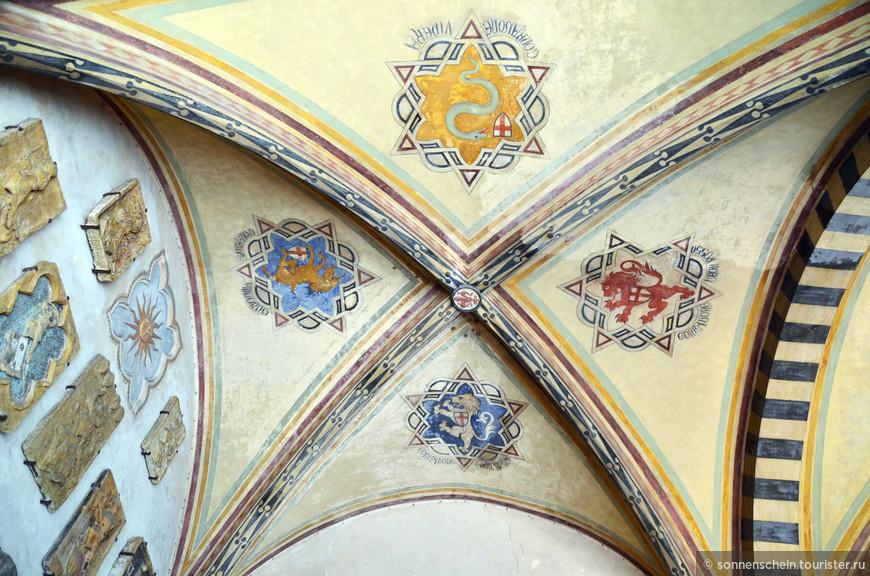 Здание Барджелло послужило также прототипом при постройке Палаццо Веккьо.