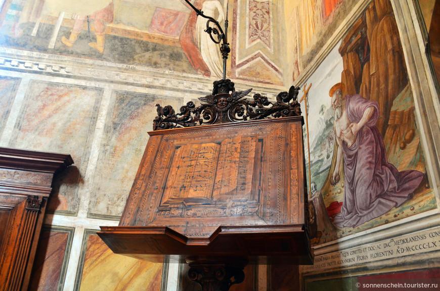 Первый зал справа, бывший когда-то Залом заседаний Большого Совета, в настоящее время называется Салоном Донателло. В нем собрано множество скульптур талантливого мастера.