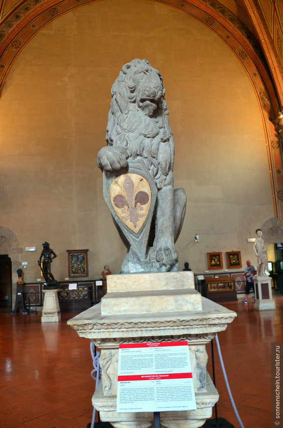 Марцокко - символ города (изображение льва на гербе Флоренции). Донателло(1418-1420), изобразил мощное животное с выразительной мордой, обрамленной густой гривой.