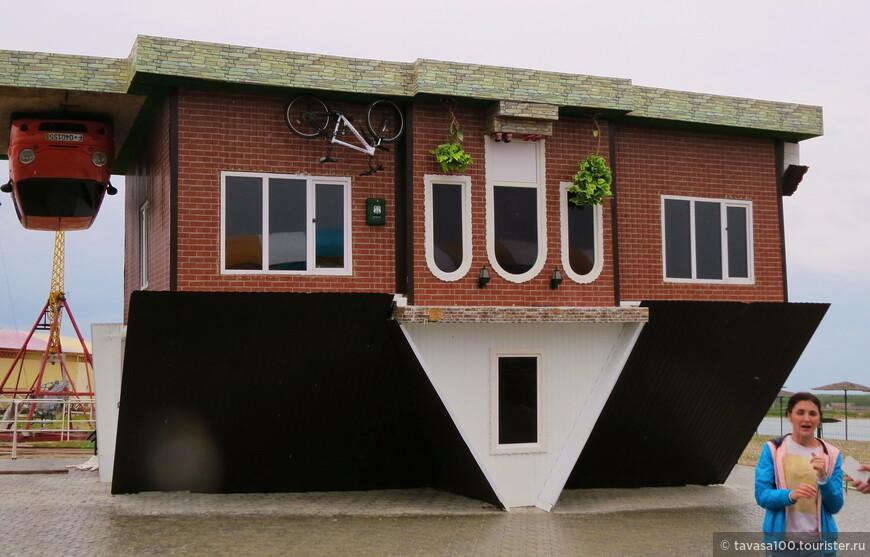 Популярный аттракцион «Дом вверх дном»