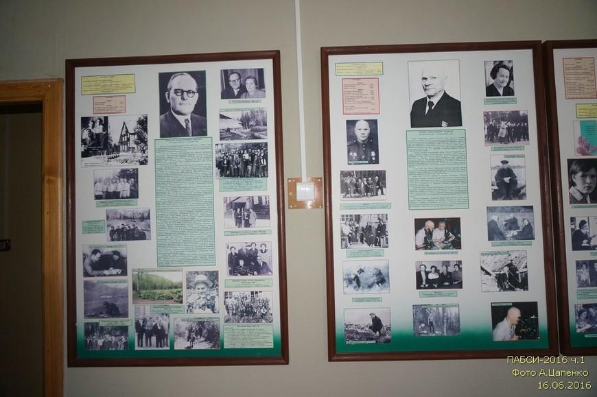 Начинается экскурсия с посещения небольшого музея, где можно узнать об истории создания ботанического сада и его сегодняшней деятельности... Стенды посвященные руководителям ПАБСИ.