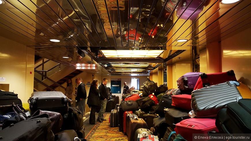 Привезли багаж — скоро разнесут по каютам.