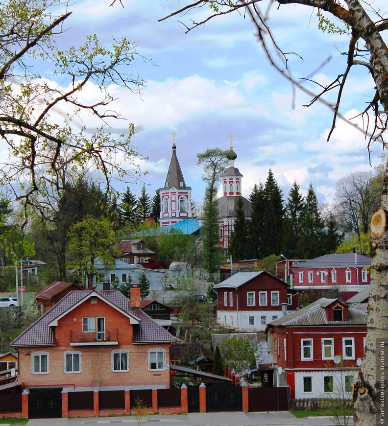 С берега Келарского пруда Ильинская церковь смотрится очень красиво