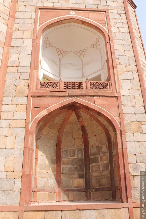 Детали ворот мавзолея.