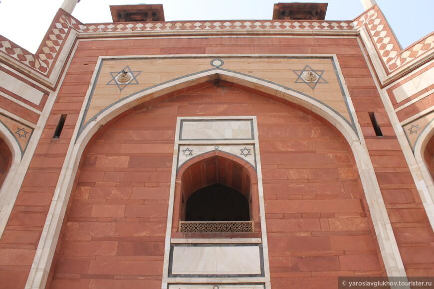 Хумаюн посвятил свою жизнь борьбе с афганской династией Суридов за власть над Северной Индией.