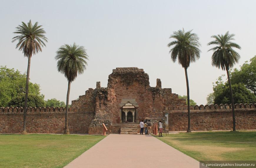 Мавзолей был возведён в честь мусульманского раджпута времён Могольской Империи.