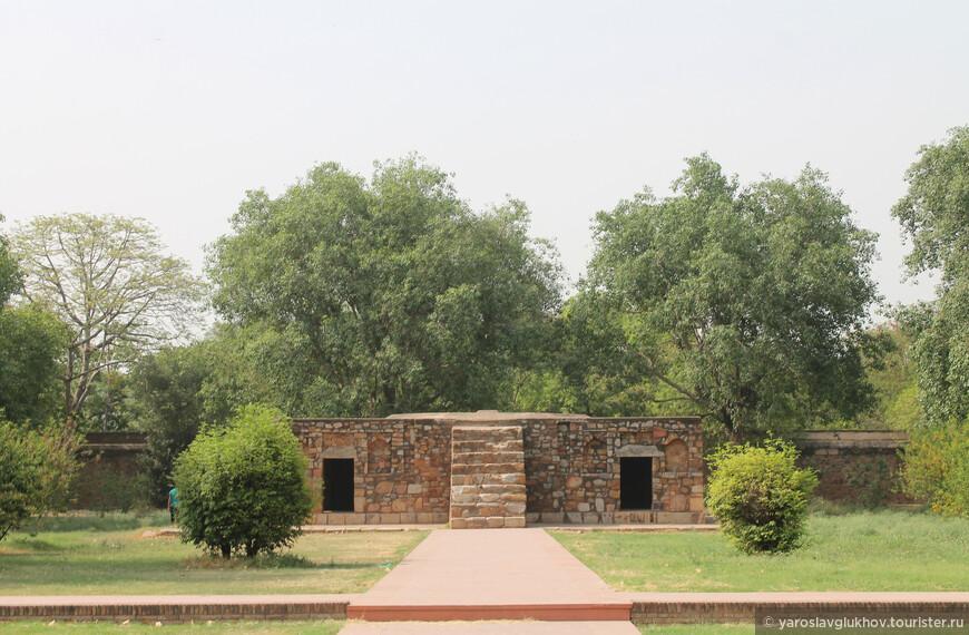 Мавзолей Бу Халимы был построен моголами в XVI веке.