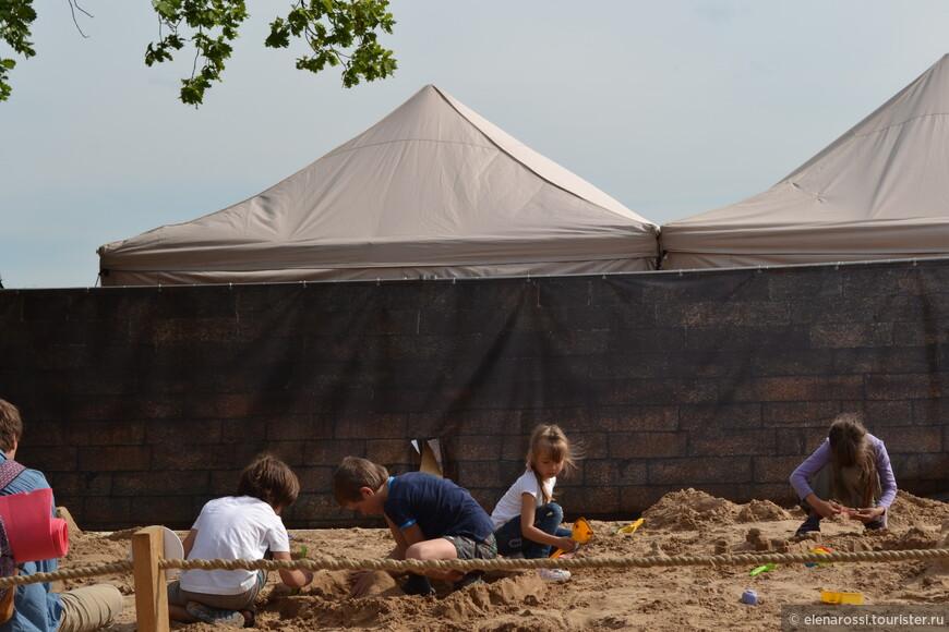 А дети в это время трудились в песочнице и на них действительно хотелось смотреть!