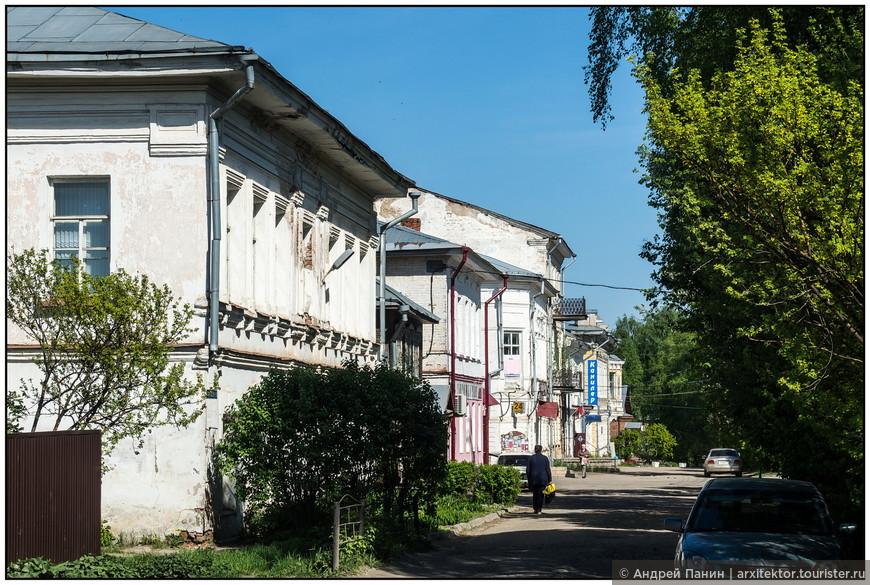 Следующую остановку мы сделали в древнем русском городе Устюжна. Как и Вологда, он входит в Серебряное ожерелье России.