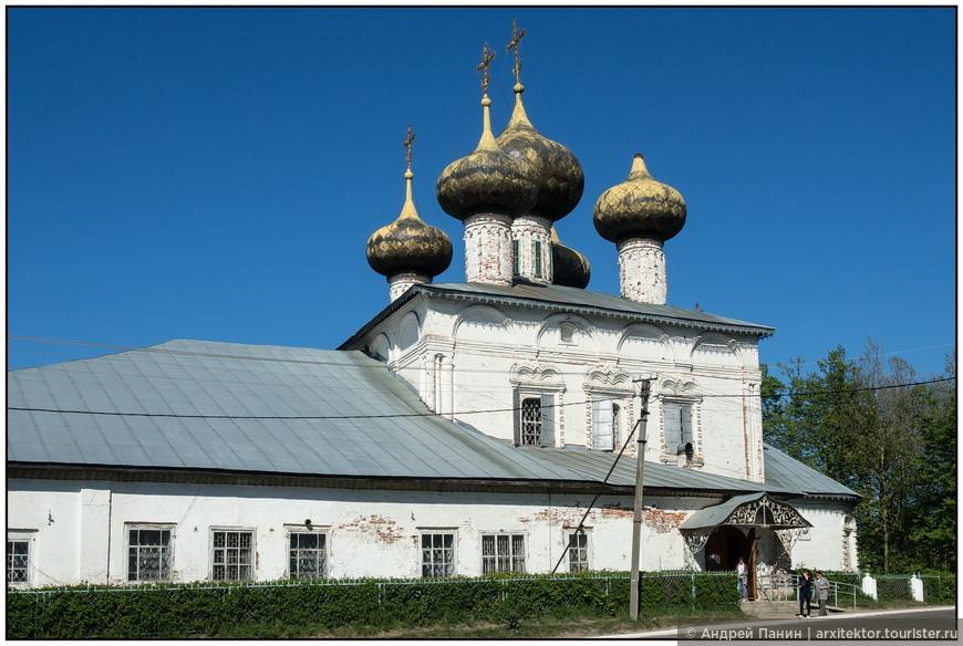 Недалеко, за речкой Ворожкой мы видим еще один собор - Собор Рождества Пресвятой Богородицы, ныне — краеведческий музей.