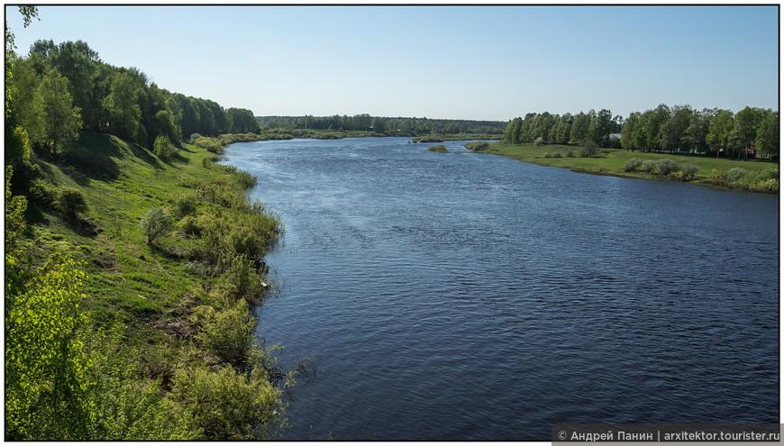 А вот больше всего в Устюжне мне понравились виды на реку Молога при въезде в город.