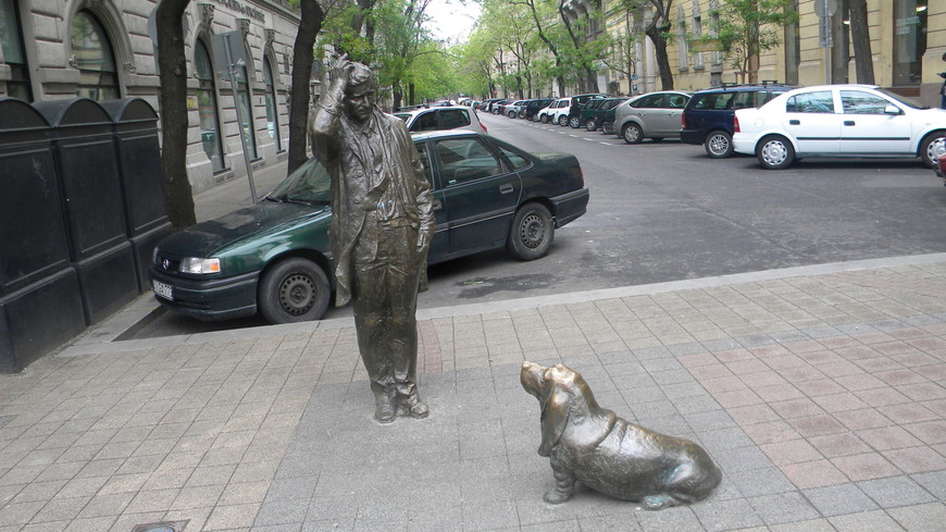 Скульптуры города, они по всюду, как и туристы, которые их тоже любят