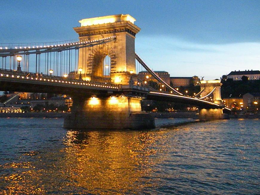 Без комментариев, просто очень красиво вечером в Будапеште