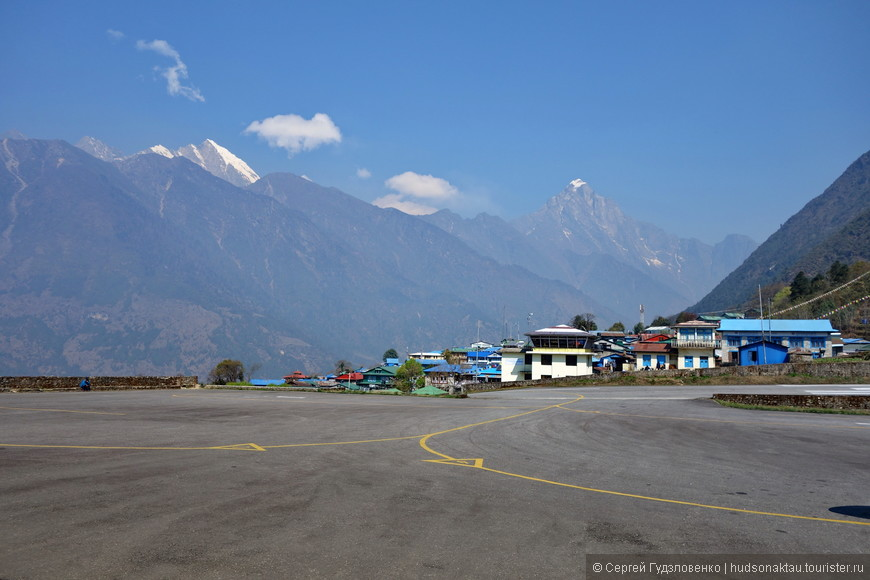 Аэропорт имени Тенцинга и Хиллари (до 2008 года — аэропорт Лукла) — небольшой аэропорт в городе Лукла в восточной части Непала. В январе 2008 г. переименован в честь первых покорителей Эвереста: Тенцинга Норгея и Эдмунда Хиллари.  ВПП аэропорта протяжённостью 527 метров расположена под уклоном в 12 % на отметке 2860 метров над уровнем моря. Из-за сложного ландшафта все приземления выполняются с торца 06, а все взлёты — с 24. Из-за большого уклона торцы ВПП различаются по высоте на 60 метров. Торец 06 находится прямо на краю обрыва, уходящего в семисотметровую пропасть, а 24 — у подножья четырёхтысячного хребта. Перрон оборудован четырьмя стояночными площадками и вертолётной площадкой. Взлёты и посадки выполняются исключительно по VFR, так как из навигационного оборудования в аэропорту есть только радиостанция.