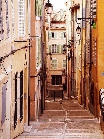Узкие улочки Марселя. Панье. Франция.