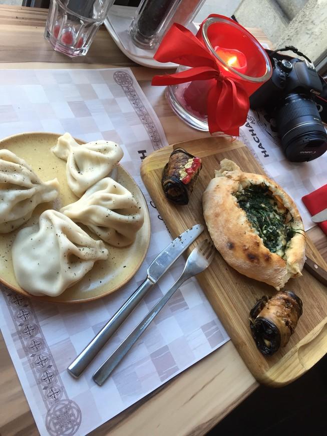 ну и конечно же, как не пройти  мимо грузинского ресторана, прямо в центре города, чисто, вкусно, без проблем говорят на русском языке, бывала и не раз, и наверное еще и вернусь