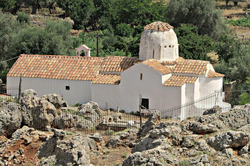 Недавно восстановленная церковь Архангела Михаила.