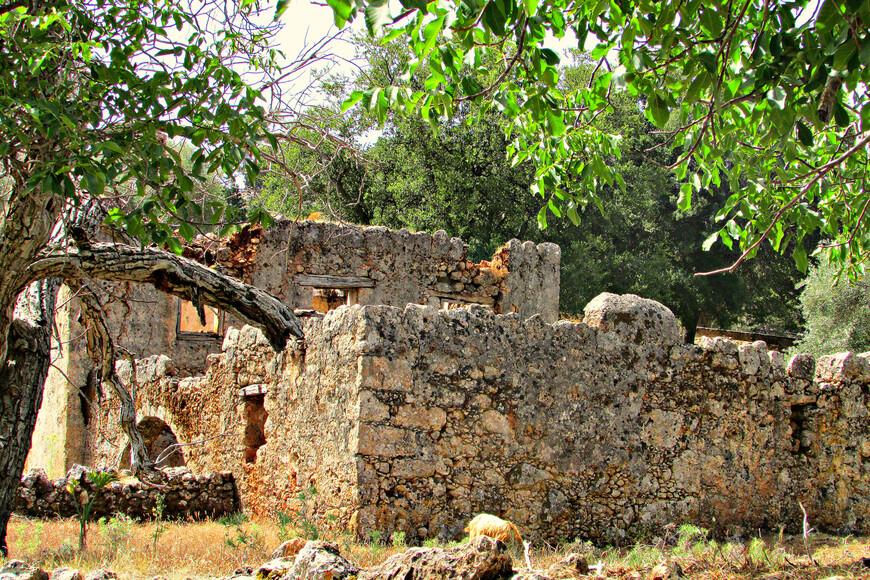 Руины деревни наводят на грустные размышления.