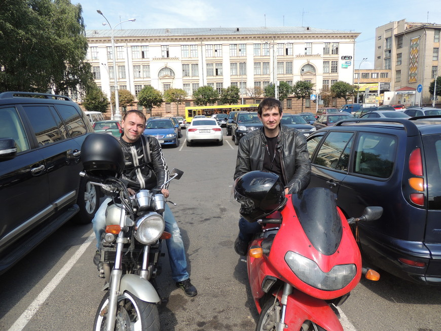 Путешествовать на мотоциклах-в этом есть своя Романтика! Вам на нужно брать с собой большой чемодан вещей! Вы едете туда куда вам хочется,  Вы свободны! Перед вами только полотно дорог-а куда свернуть решать только Вам