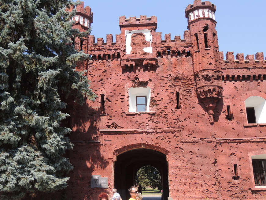 Холмские ворота Бресткой крепости сохранили следы от пуль и снарядов начала войны