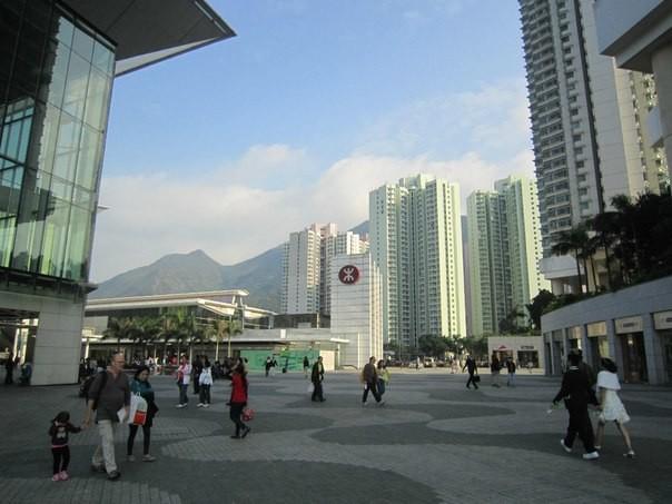 Буква, похожая на Ж, в Гонконге указывает на вход в метро. =)))