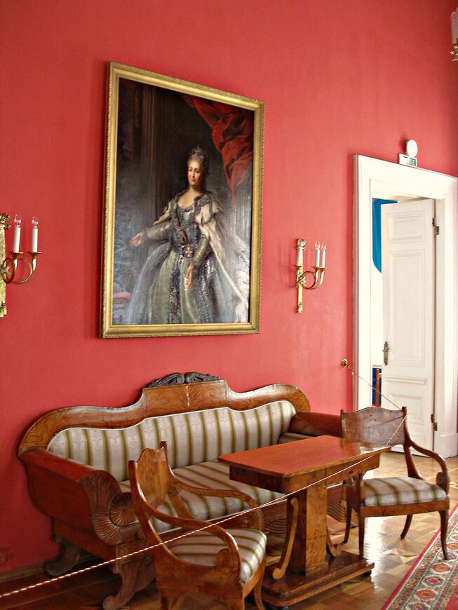 Красная гостинная.