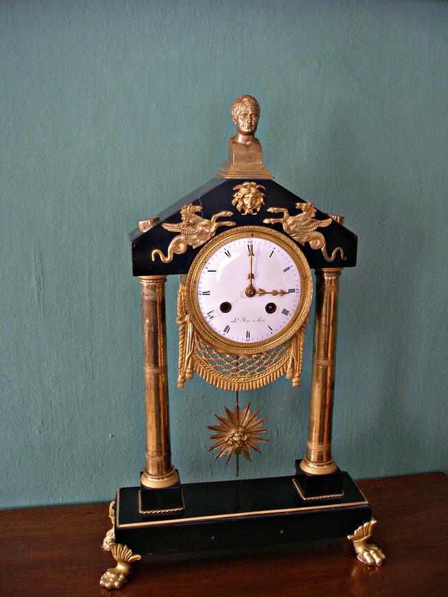 Часы с Наполеоном.
