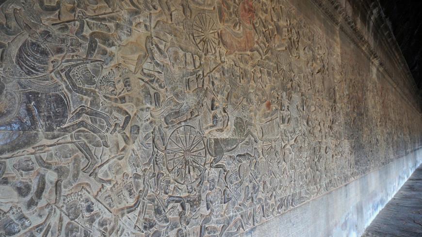 Барельефы Ангкор Ват отражают реальную жизнь того времени.