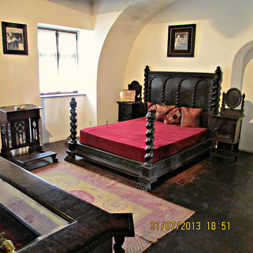 Жилые комнаты замка были обставлены достаточно скромно.