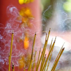 И дымок благовоний рисует картины неясного грядущего...