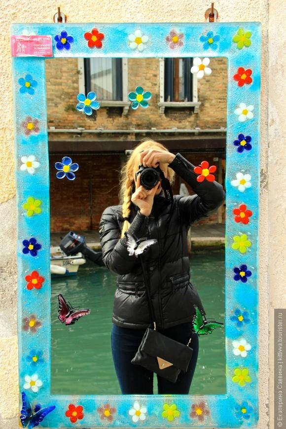 Все-таки умеют итальянцы рекламировать! И не жалко же им повесить на улице зеркало, зато хоть какая-то оригинальность, среди заурядности...